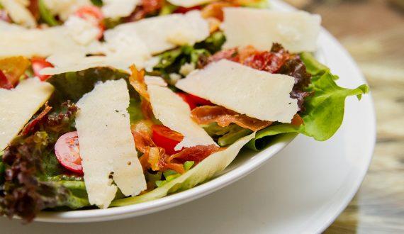 salada_tra_i_gusti_folhas_parma_presunto_tomate_cereja_folhas_verdes_niteroi_engenho_do_mato_regiao_oceanica_